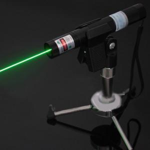Pointeur laser vert 500mW pas cher qui allume allumette